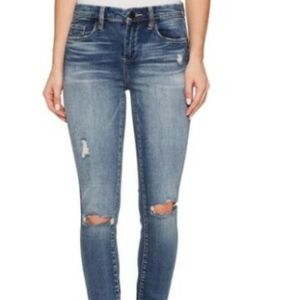 BLANK NYC Mid-Rise Denim Skinny in Wealth Care